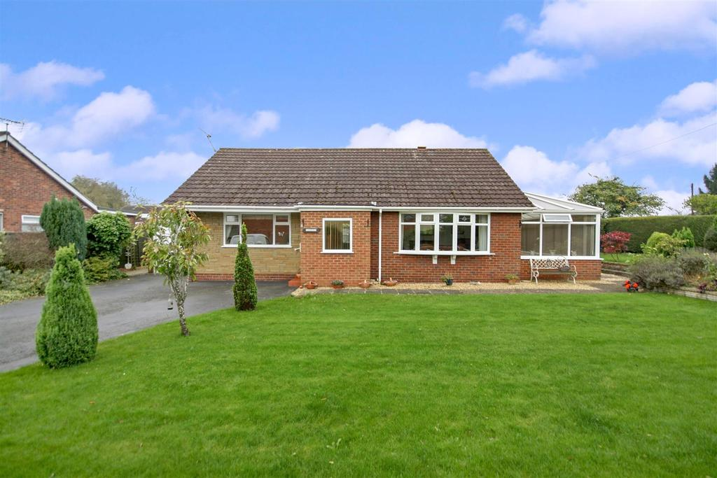 3 Bedrooms Detached Bungalow for sale in School Lane, St. Martins, Oswestry