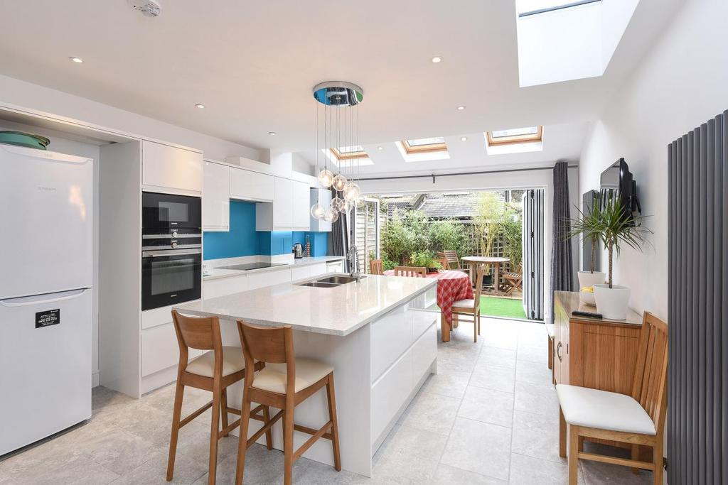 4 Bedrooms Terraced House for sale in Khyber Road, Battersea