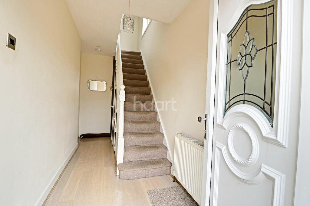 4 Bedrooms Semi Detached House for sale in Eddy Close, Romford