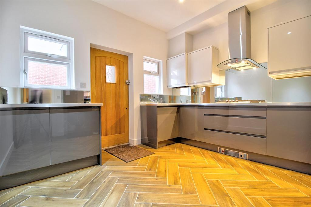 83 Kitchen...jpg