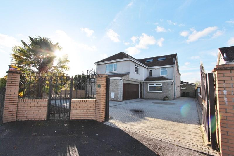 4 Bedrooms Detached House for sale in Barry Road, Oldland Common, Bristol