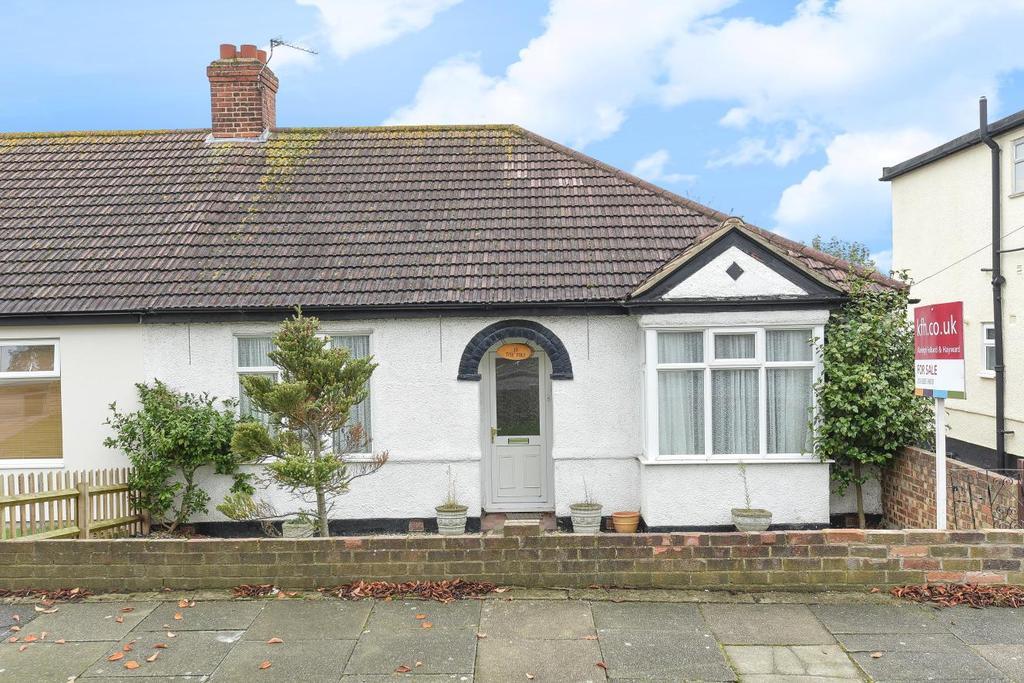 2 Bedrooms Bungalow for sale in Walkden Road, Chislehurst