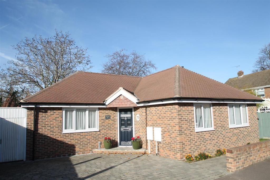 3 Bedrooms Bungalow for sale in Cottenham Close, East Malling, West Malling