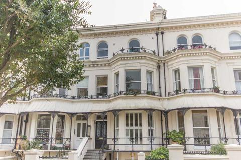 2 bedroom flat to rent - Top Floor Flat 38, Silwood Road, Brighton