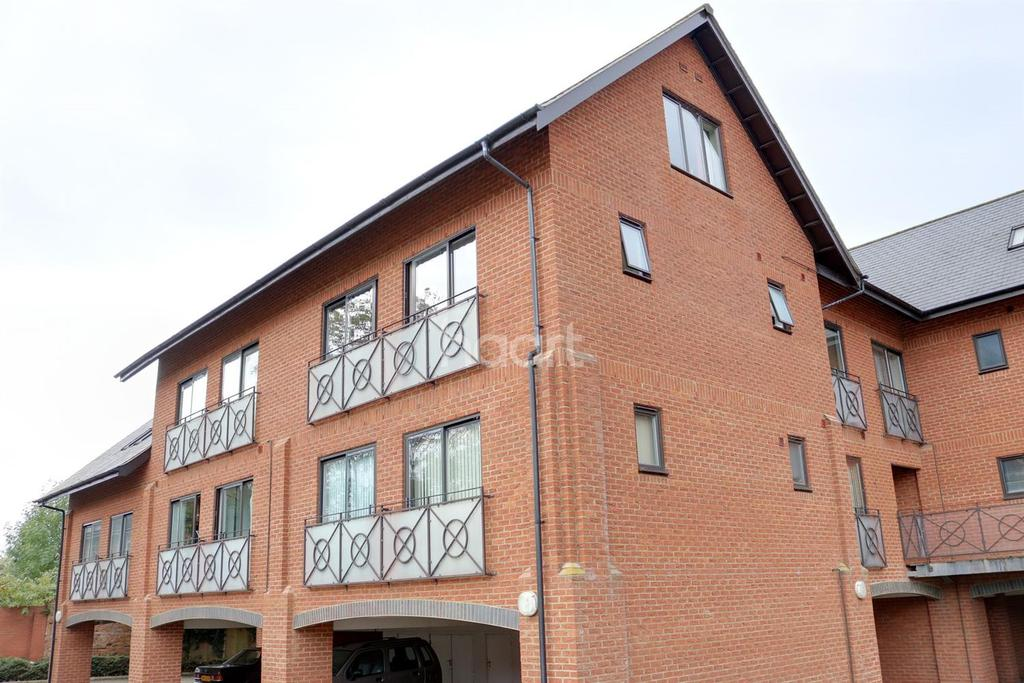 2 Bedrooms Flat for sale in Newport Pagnell, Milton Keynes
