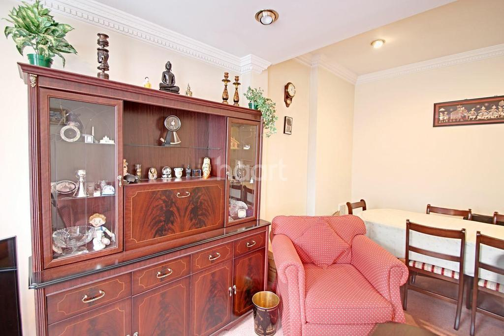 2 Bedrooms Flat for sale in Teignmouth Road, NW2