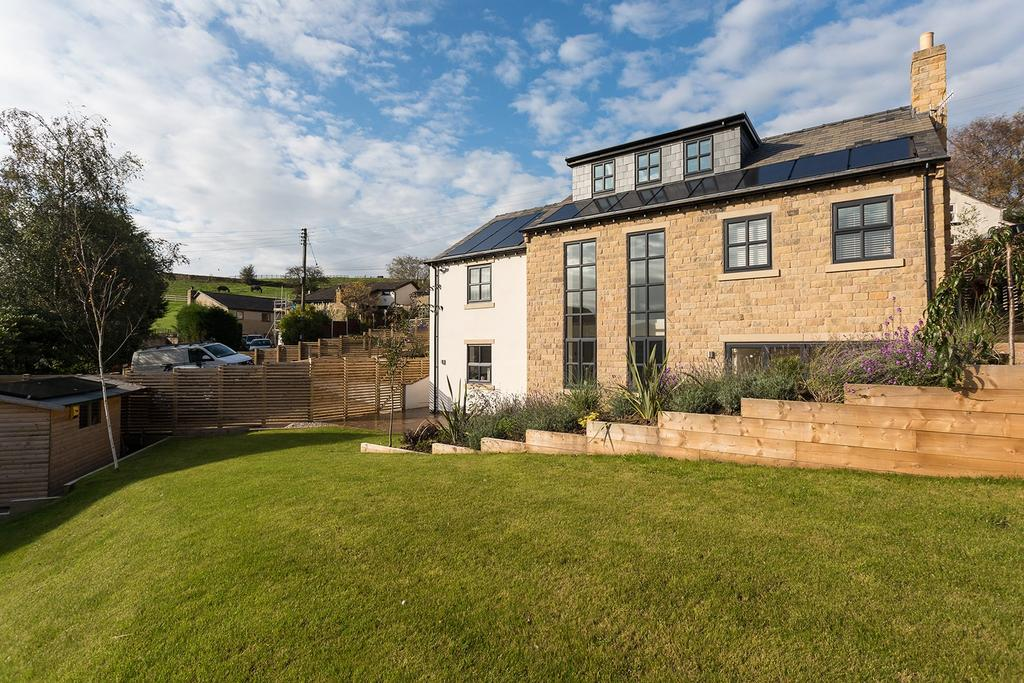 5 Bedrooms Detached House for sale in Whitle Road, New Mills