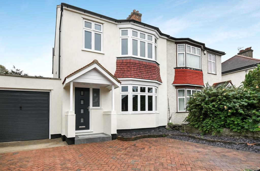 4 Bedrooms Semi Detached House for sale in Warren Avenue Bromley BR1