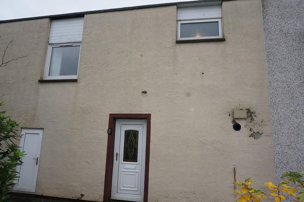 3 Bedrooms Terraced House for sale in Carbrain G67