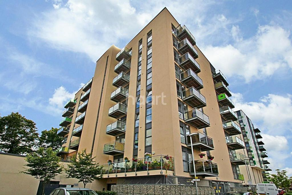 2 Bedrooms Flat for sale in Roehampton House