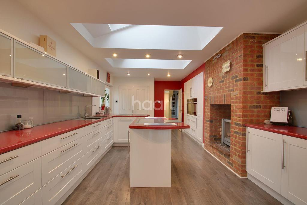 6 Bedrooms Detached House for sale in Avenue Road, Rushden