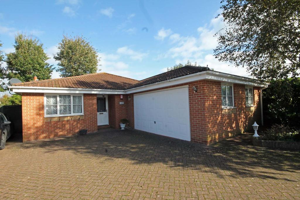 3 Bedrooms Detached Bungalow for sale in 22a Church Road, Locks Heath SO31