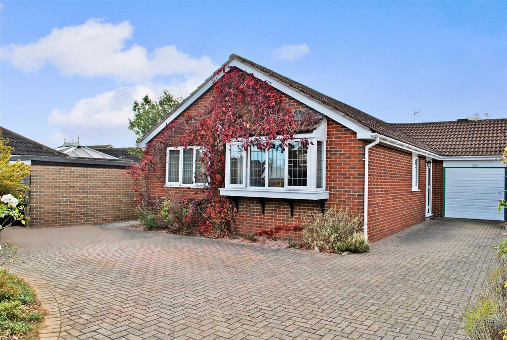 3 Bedrooms Detached Bungalow for sale in Stoke Road