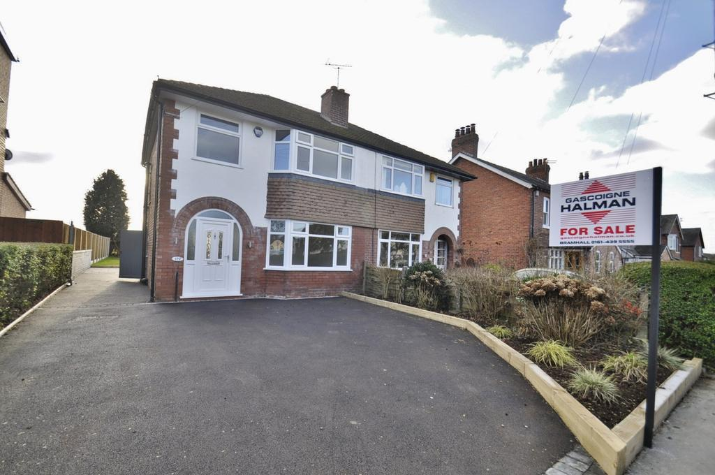 3 Bedrooms Semi Detached House for sale in Moor Lane, Woodford,