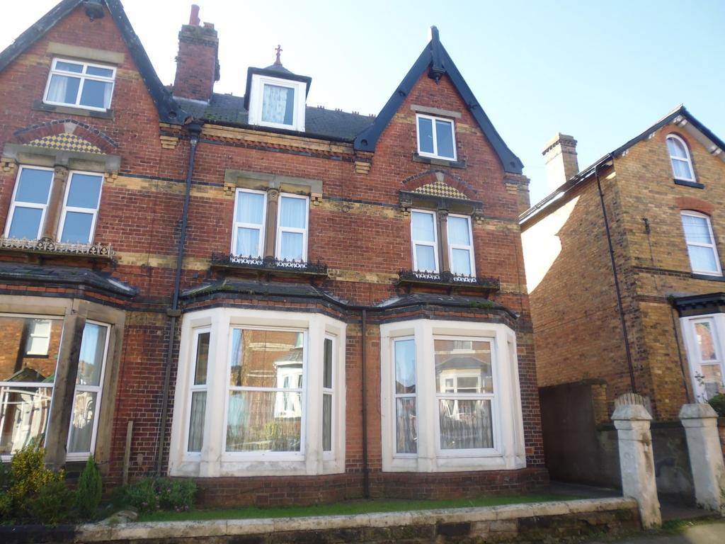 2 Bedrooms Flat for rent in Highfield, Scarborough, YO12
