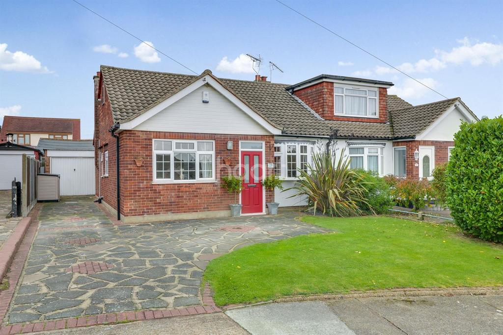 2 Bedrooms Bungalow for sale in Farm Way, Thundersley