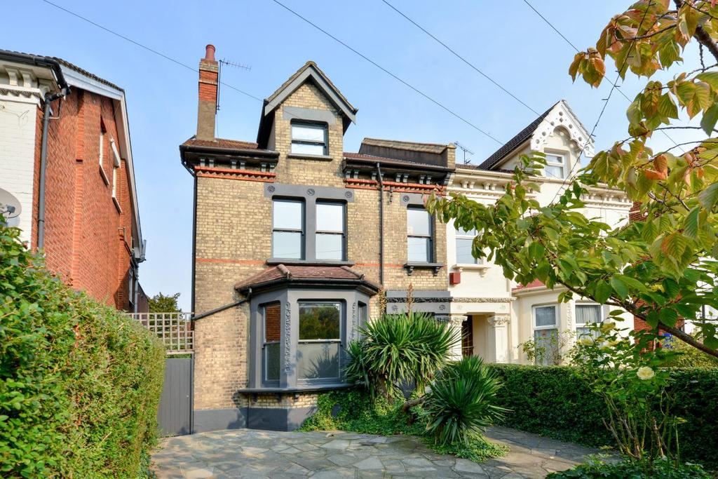 4 Bedrooms Semi Detached House for sale in Gleneldon Road, Streatham