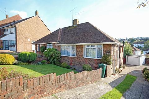 2 bedroom semi-detached bungalow to rent - Dale Crescent, Brighton