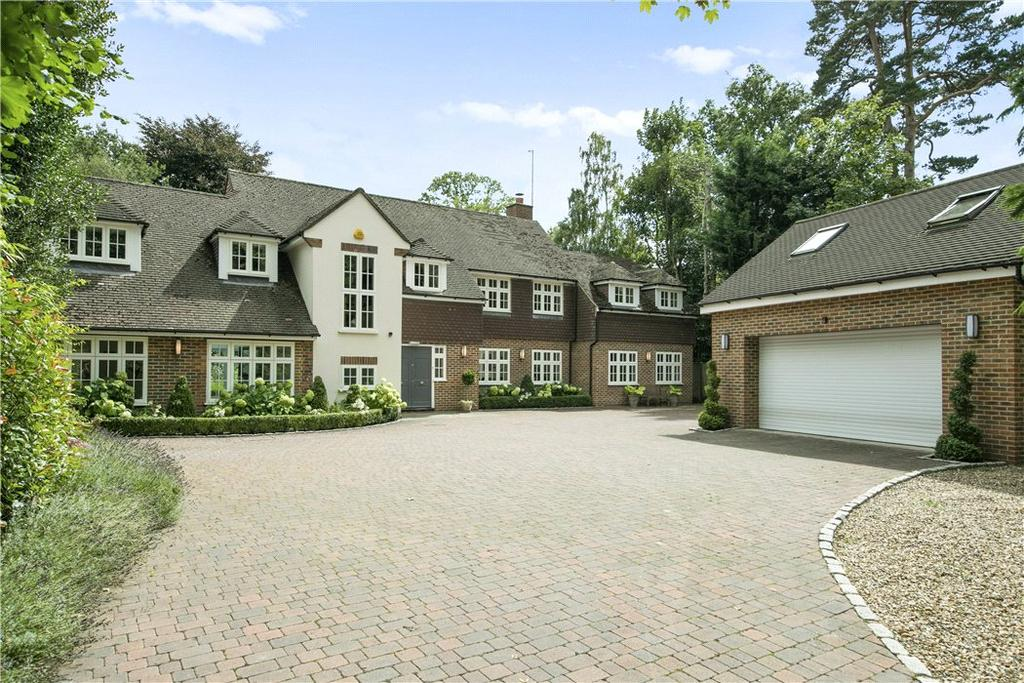 5 Bedrooms Detached House for sale in The Heath, Weybridge, Surrey, KT13