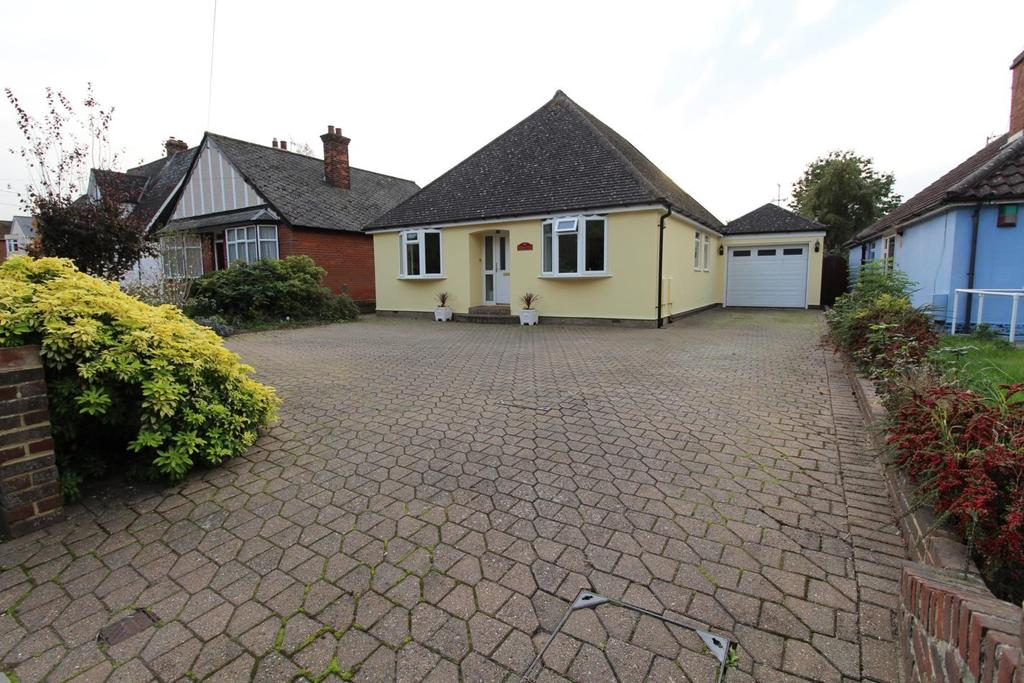 3 Bedrooms Detached Bungalow for sale in Station Road, Hatfield Peverel, Chelmsford, CM3
