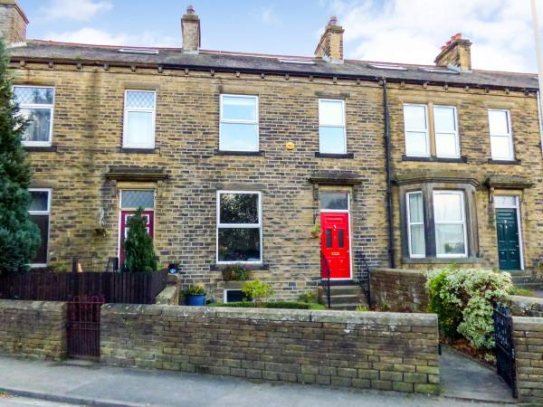 5 Bedrooms Terraced House for sale in 5 Bridge Road, Sutton in Craven BD20 7ES