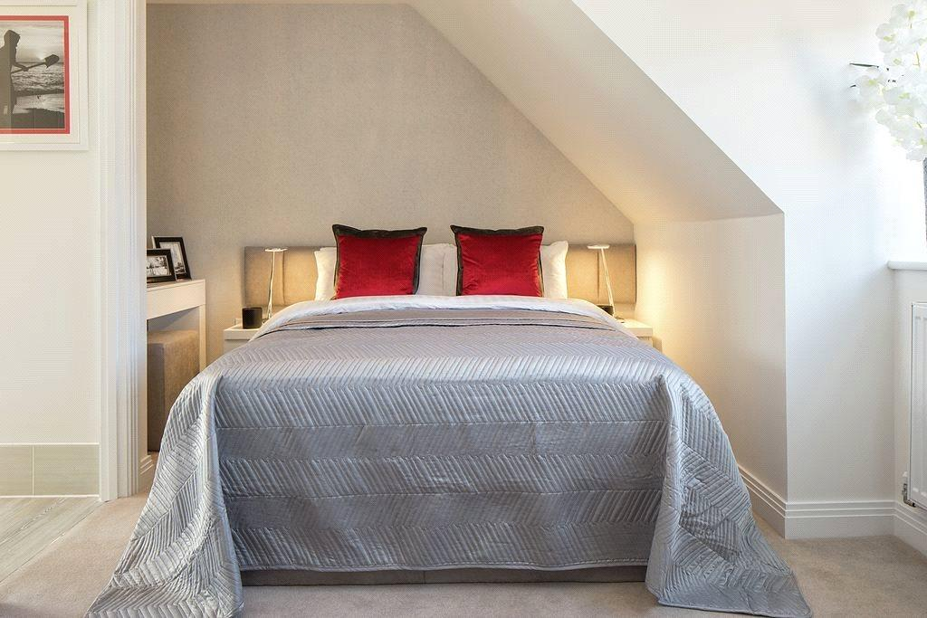 3 Bedrooms Semi Detached House for sale in Shopwhyke Road, Chichester, West Sussex, PO20