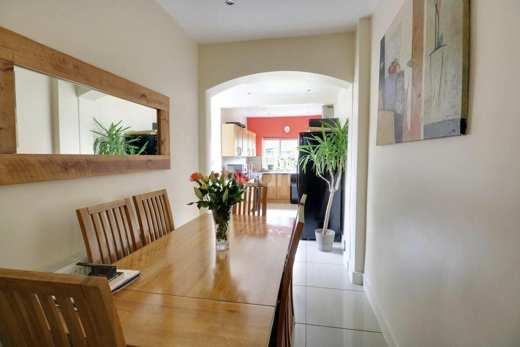 3 Bedrooms Terraced House for sale in Carew Road, Thornton Heath, CR7