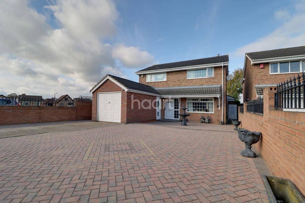 4 Bedrooms Detached House for sale in Harpenden Drive, Dunscroft, Doncaster