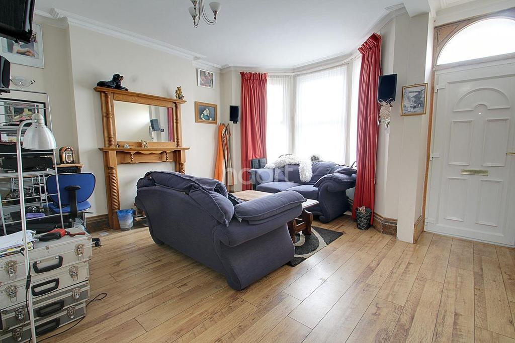 4 Bedrooms Semi Detached House for sale in Queens Gardens, Broadstairs, CT10