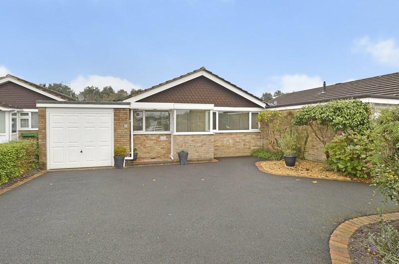 2 Bedrooms Bungalow for sale in Uplands Road, West Moors, Ferndown