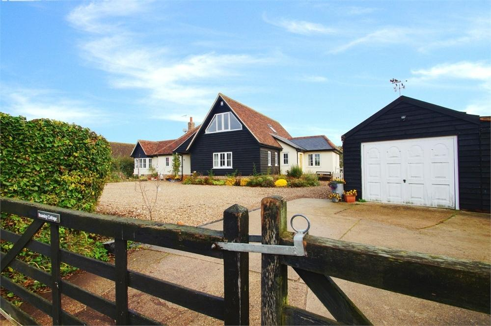 5 Bedrooms Detached House for sale in Betts Green Road, Little Clacton, CLACTON-ON-SEA, Essex