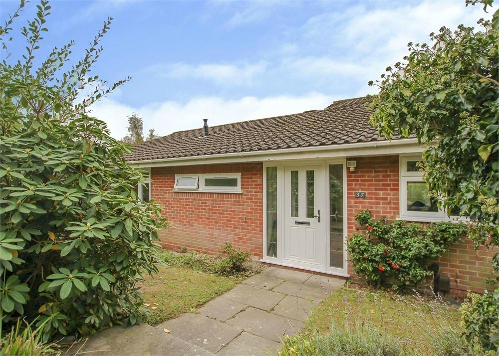3 Bedrooms Detached Bungalow for sale in Gainsborough, Bracknell, Berkshire