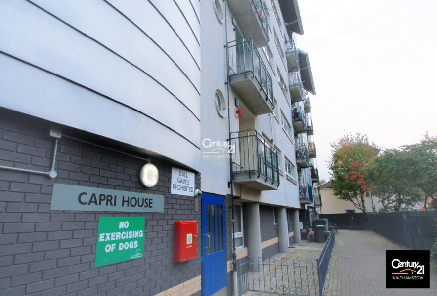 3 Bedrooms Flat for sale in Capri House, Darndale Close
