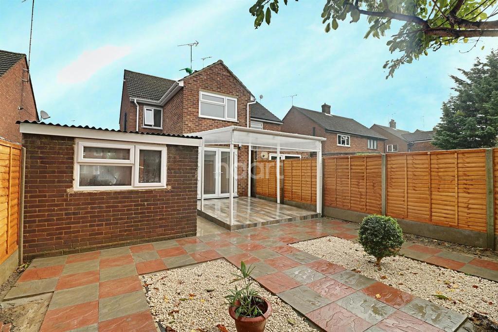 3 Bedrooms Semi Detached House for sale in Wordsworth Road, LU4