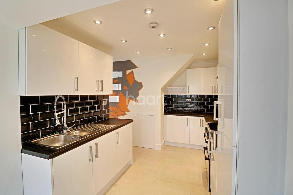 3 Bedrooms Semi Detached House for sale in Wordsworth Road, LU4