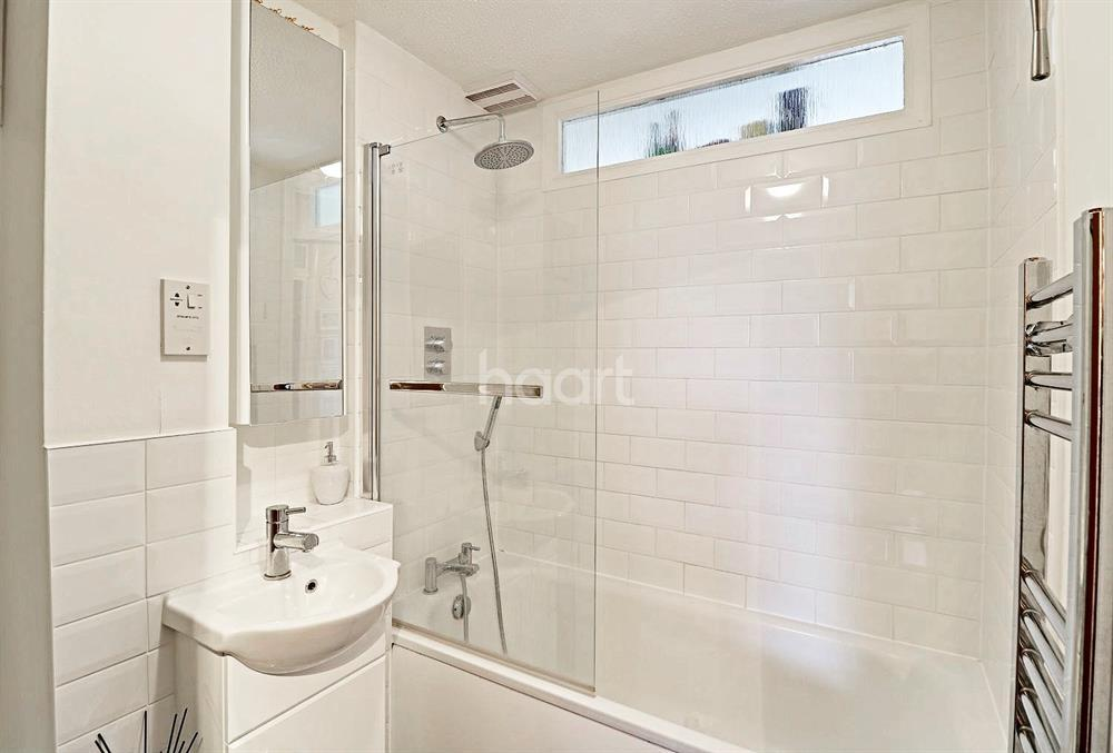 2 Bedrooms Flat for sale in Queens Ave, WInchmore Hill N21