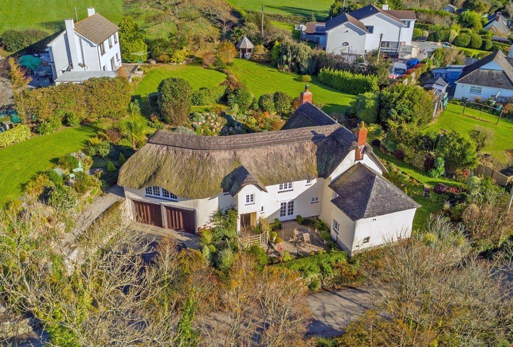 3 Bedrooms Detached House for sale in Trevilla, Feock, Cornwall, TR3