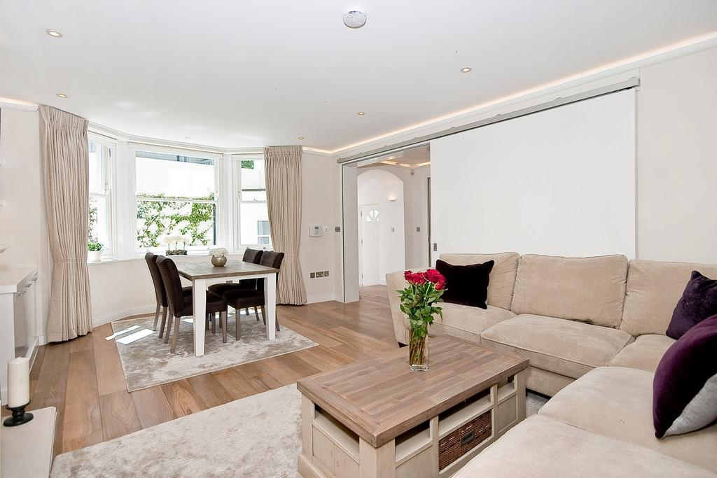 2 Bedrooms Flat for sale in LAUDERDALE ROAD, LONDON