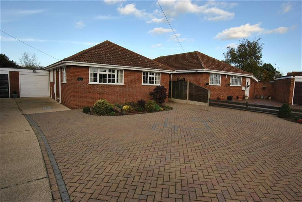 3 Bedrooms Detached Bungalow for sale in Barbara Close, Rochford, Essex