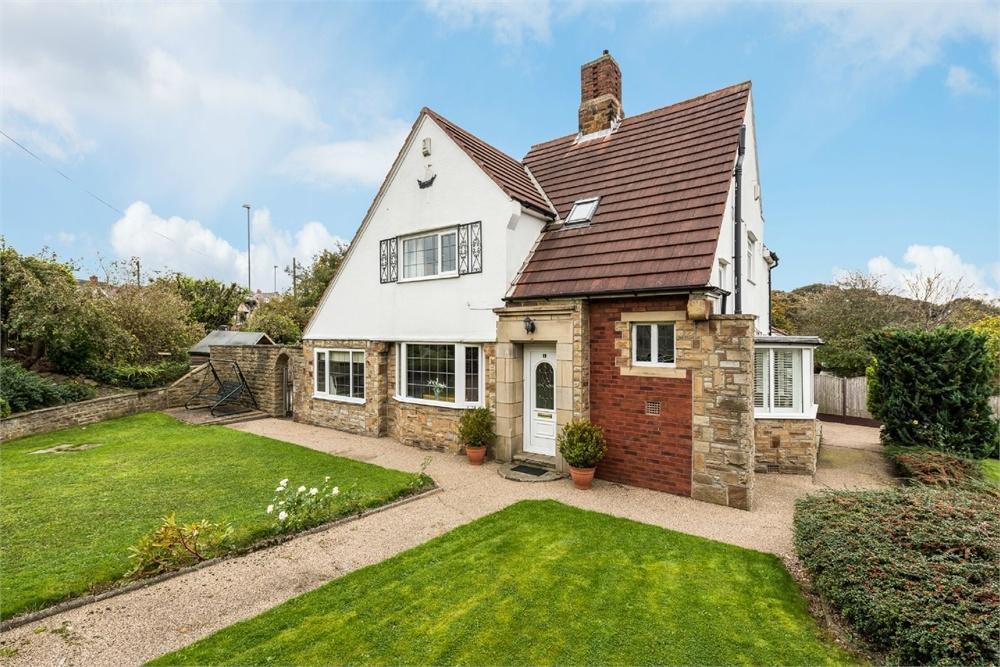 4 Bedrooms Detached House for sale in Birkenshaw Lane, BIRKENSHAW, West Yorkshire