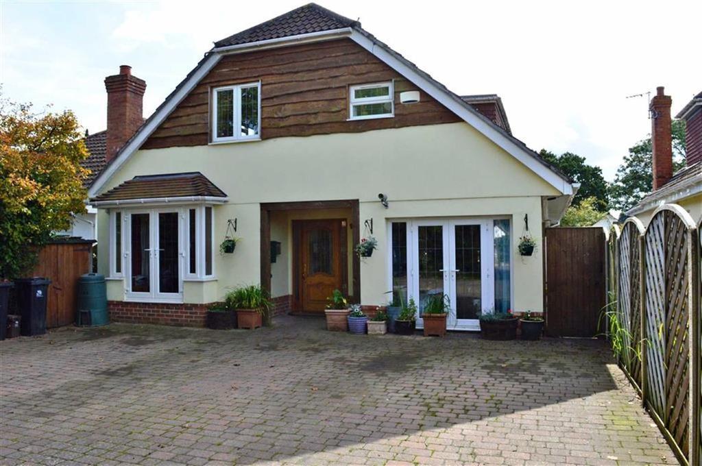 4 Bedrooms Chalet House for sale in Wimborne Road West, Wimborne, Dorset