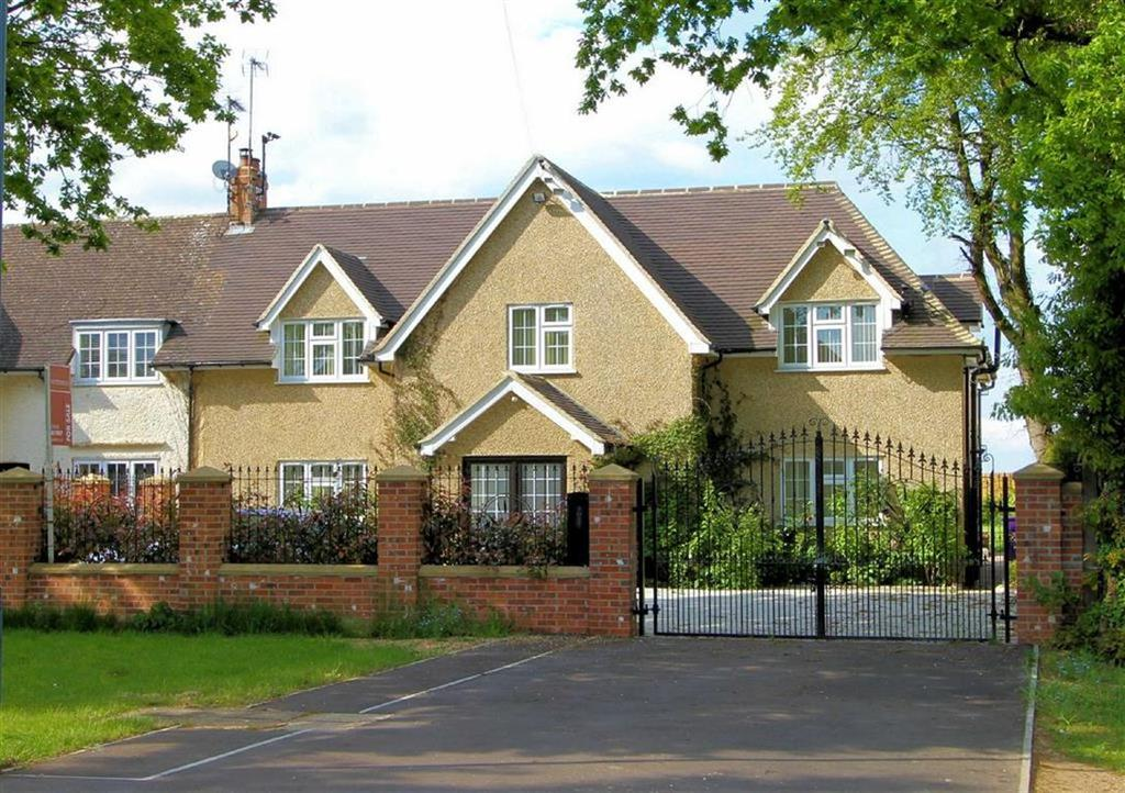 4 Bedrooms Semi Detached House for sale in Park Lane, Old Knebworth SG3 6PR