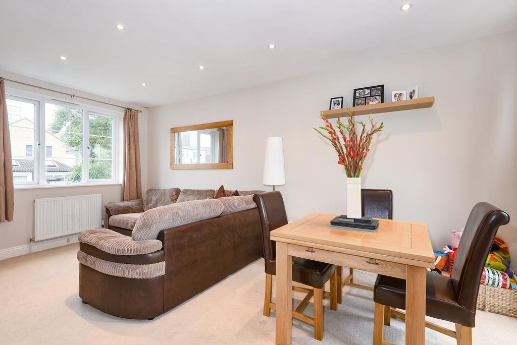 2 Bedrooms Flat for sale in Sunny Bank London SE25