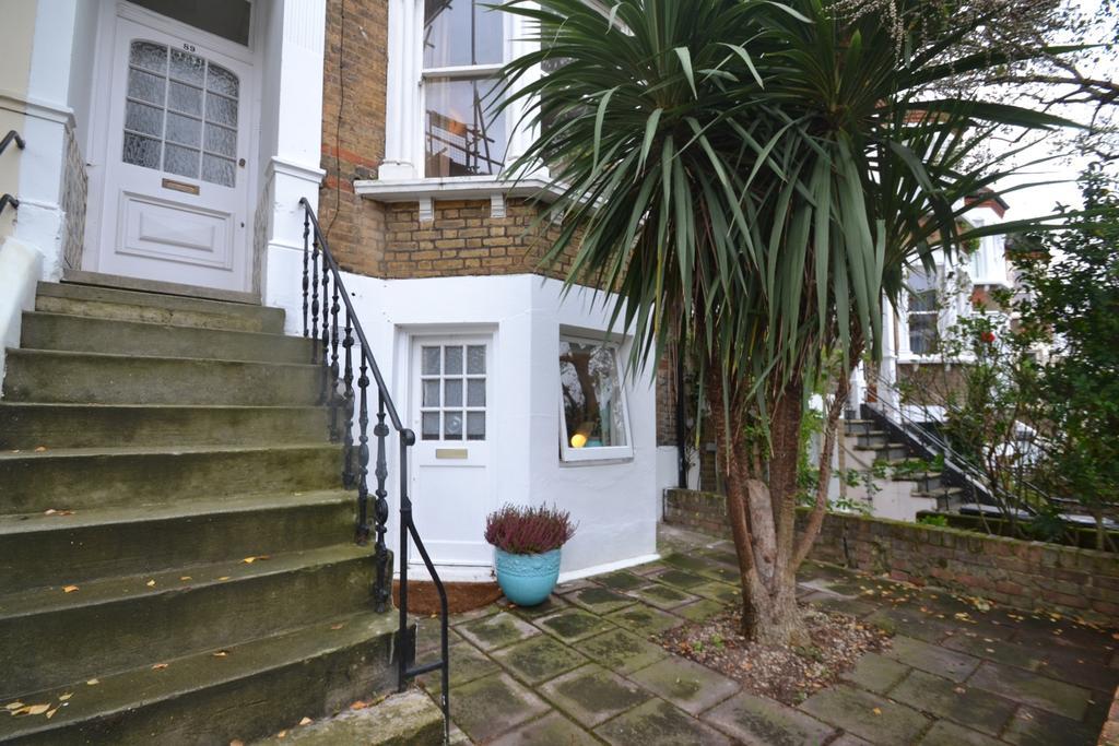 1 Bedroom Flat for sale in Tressillian Road Brockley SE4