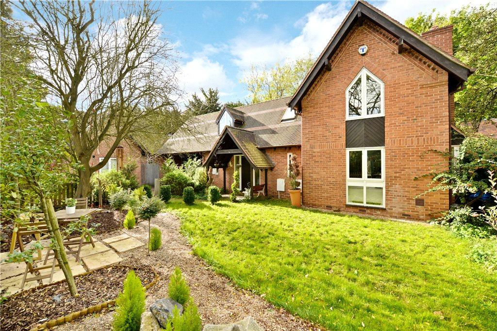 3 Bedrooms Detached House for sale in Rogers Croft, Woughton on the Green, Milton Keynes, Buckinghamshire
