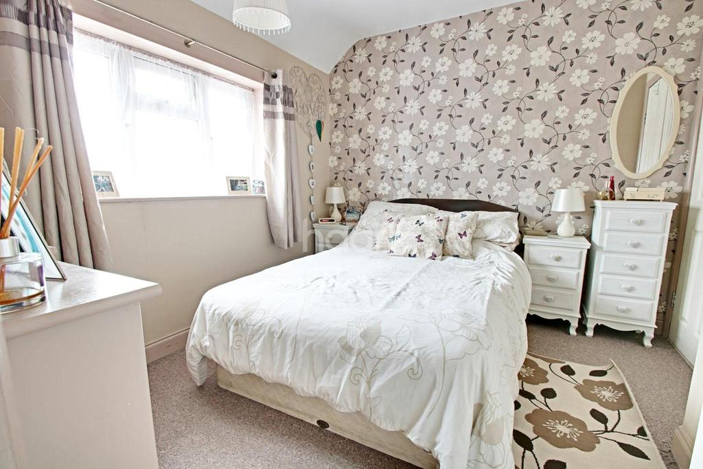 3 Bedrooms End Of Terrace House for sale in Barnstaple Road, Romford, RM3 7SS