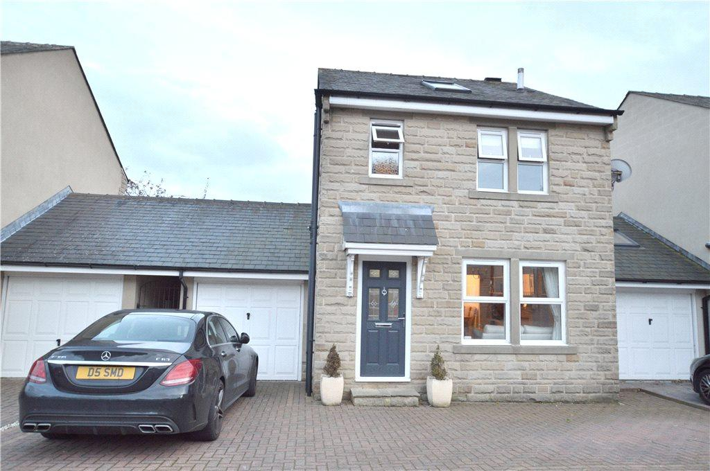 4 Bedrooms Detached House for sale in Farrar Court, Leeds, West Yorkshire