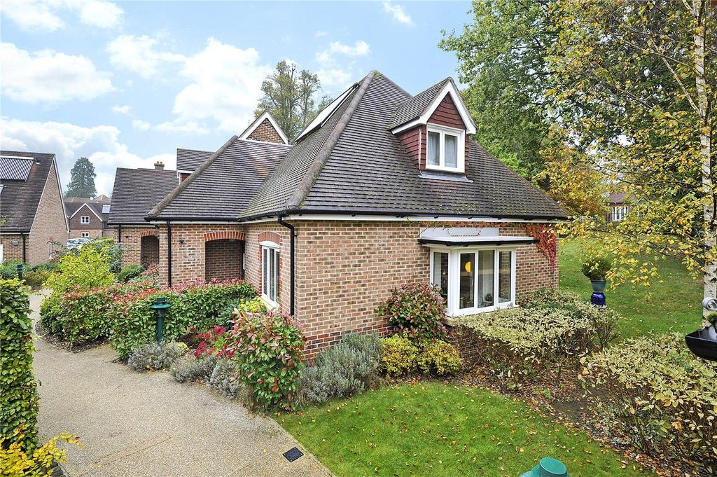 2 Bedrooms Retirement Property for sale in 11 King Georges Drive, Bramshott Place, Liphook, Hants, GU30