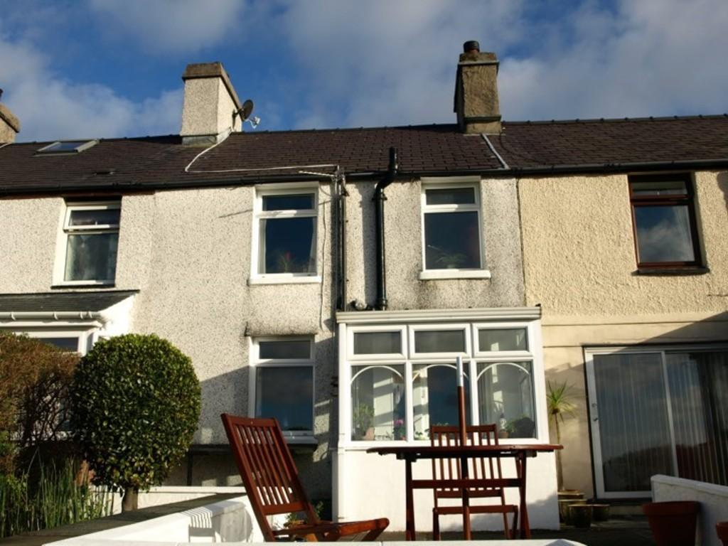 2 Bedrooms Terraced House for sale in Water Street, Llanllechid, North Wales