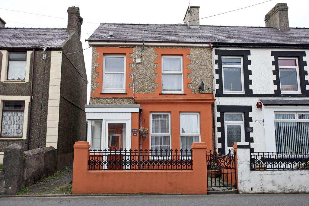 2 Bedrooms End Of Terrace House for sale in County Road, Penygroes, North Wales
